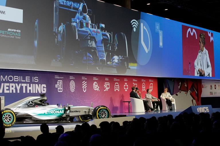 voitures connectées - Mercedes MWC